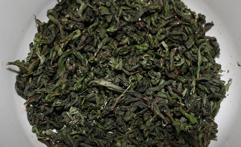 Листья иван-чая, скрученные для ферментации