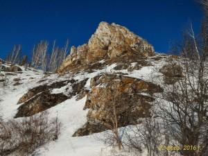 Скалы, снег